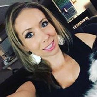 Andrea R. profile image