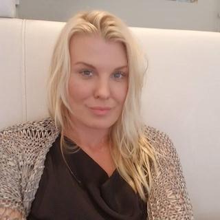 angela L. profile image