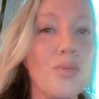 Karin L. profile image